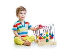 Ładny dziecko z kolor edukacyjną zabawką zdjęcia royalty free