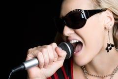 ładny dziewczyna śpiew Fotografia Royalty Free