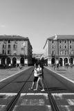 ŁADNY, FRANCJA - OKOŁO 2016: Jean Medecin aleja, ten ulica uwypukla wielkiego pieszy kwadrat i często bywać tysiącami t fotografia stock