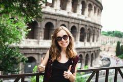 Ładny młoda dziewczyna turysta w Rzym, Włochy Zdjęcia Royalty Free