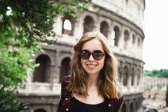 Ładny młoda dziewczyna turysta w Rzym, Włochy Obrazy Royalty Free