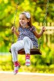 Ładny małej dziewczynki chlanie na seesaw Obraz Stock