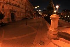 Ładny mały miasto kwadrat nocą Zdjęcie Stock