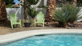 Ładny miejsce relex blisko basenu w intymnych domowych lasach Vegas fotografia royalty free