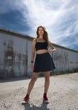 Ładny moda model Stoi Outdoors obraz stock