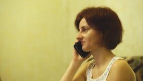 Ładny opowiadać na telefonie zbiory