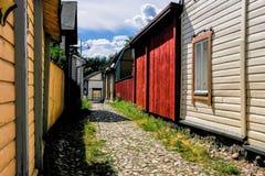 Ładny widok dla starej ulicy w Porvoo z brukującym brukiem zdjęcie royalty free