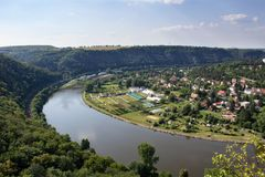 Ładny widok od wzgórza Rivnac Vltava meander fotografia stock