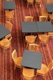 Ładny wzór dywan z lunchem zgłasza i krzesła zdjęcie royalty free