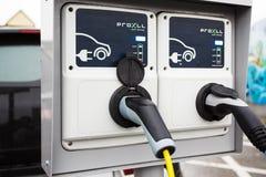 Ładować dla elektrycznego samochodu Zdjęcia Stock