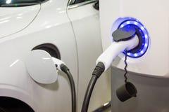 Ładować elektryczną samochodową baterię fotografia stock