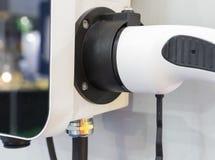 ładowarka dla elektrycznego samochodu z władza kabla dostawą czopującą wewnątrz fotografia stock