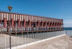 Ładownicza platforma umieszczająca w Almeria Hiszpania społeczeństwo kopalina 'Kolejowa firma Limitedi' obraz royalty free