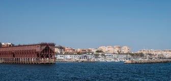 Ładownicza platforma umieszczająca w Almeria Hiszpania społeczeństwo kopalina 'Kolejowa firma Limitedi' zdjęcie royalty free