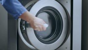 Ładownicza pralka Ładunek odziewa płuczki maszyna Pralniany domycie zbiory wideo