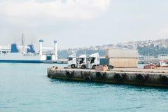 Ładunek przewozi samochodem w porcie na Azjatyckiej stronie Istanbuł, Turcja Fotografia Stock