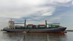 ładunek wysyłki naczynie i obyczajowa działów oficerów mała łódka Obrazy Royalty Free