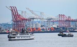 Ładunków statki ładuje z zbiornikami, port Seattle zdjęcie royalty free