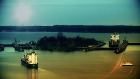 Ładunków statki przy zmierzchem, przelotny Kiel Cannal, Niemcy zbiory