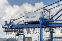 Ładunku żuraw zbiornika terminal Zdjęcie Royalty Free