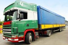 Ładunku ciężarowy przygotowywający dla transportu Obraz Royalty Free
