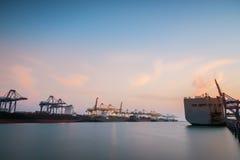 Ładunku lub handel wysyłki port obrazy royalty free