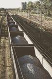 Ładunku pociąg z łącznymi kamieniami zdjęcie stock