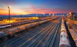 Ładunku pociągu towarowego linii kolejowej stacja Zdjęcia Royalty Free