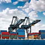 Ładunku port morski. Ładunków denni żurawie. Obraz Royalty Free