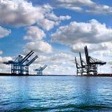 Ładunku port morski. Denni ładunków żurawie. Obraz Stock
