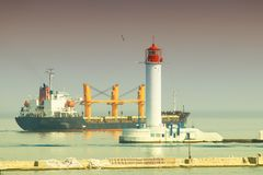 Ładunku ładunku portowy Morski statek ładował z wysyłką zdjęcia royalty free
