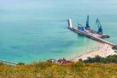 Ładunku portowy terminal z żurawiami na molu Balchik Obrazy Royalty Free