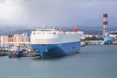 Ładunku statek dokował w porcie Pointe-a-Pitre Obrazy Stock