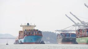 Ładunku statek GRETE MAERSK wchodzić do port Oakland Obraz Royalty Free