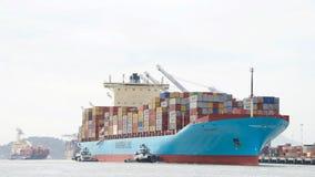Ładunku statek GRETE MAERSK wchodzić do port Oakland Zdjęcie Royalty Free