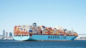 Ładunku statek MAERSK EDMONTON odjeżdża port Oakland Fotografia Royalty Free