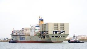 Ładunku statek MATSONIA wchodzić do port Oakland Obrazy Stock