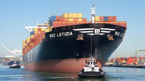 Ładunku statek MSC LETIZIA odjeżdża port Oakland Obraz Stock
