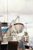 Ładunku statek od backwash obrazy stock