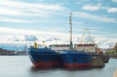 Ładunku statek przy kuszetką Zdjęcia Royalty Free