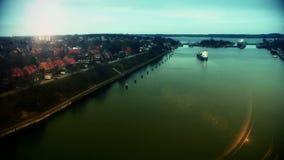 Ładunku statek przy zmierzchem w Kiel Cannal, Niemcy zbiory wideo
