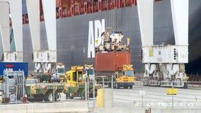 Ładunku statku APL sawanny ładowanie przy portem Oakland Zdjęcie Stock