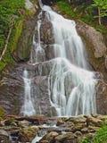 Łagodna kojąca wodospadu Fotografia Stock