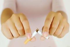 Łamać mój papieros zatrzymywać nałóg zdjęcia stock