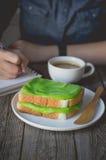 Łama czas, kawowy czas z pandan custard śmietanką na wznoszący toast, ea Zdjęcia Royalty Free