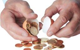 łamana monet eggshell ręka Zdjęcie Stock
