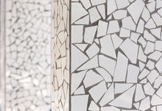 Łamani płytki mozaiki trencadis typowi od Śródziemnomorskiego Fotografia Stock