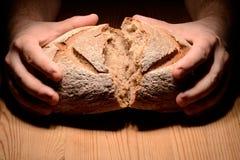 Łamanie chleb zdjęcia stock
