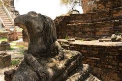 Łamany antyczny Buddha wizerunek bez głowy obraz stock