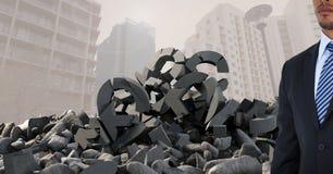 Łamany betonu kamień z pieniądze funta symbolem i biznesmen w pejzażu miejskim Obraz Stock